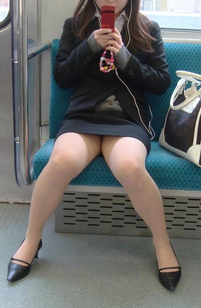 電車 通勤 パンスト パンチラ OL エロ画像【38】