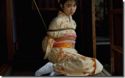 畳や縁側で女を縛る日本家屋の情緒溢れる和室緊縛エロ画像 ③