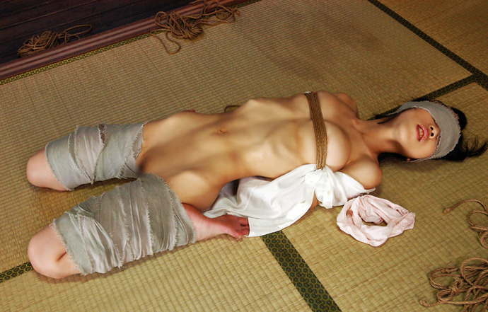 畳 縁側 縛る 日本家屋 情緒 和室 緊縛 エロ画像【18】