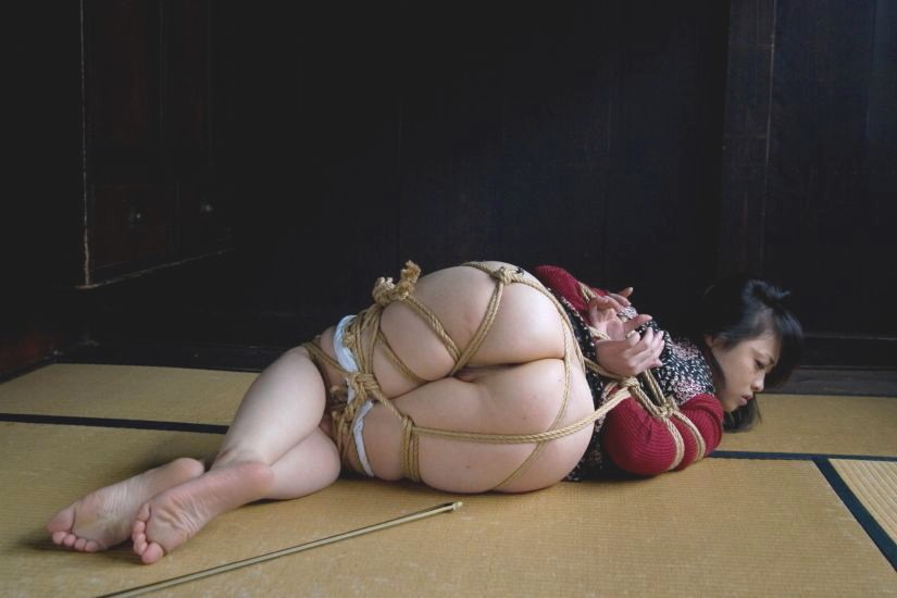 畳 縁側 縛る 日本家屋 情緒 和室 緊縛 エロ画像【20】