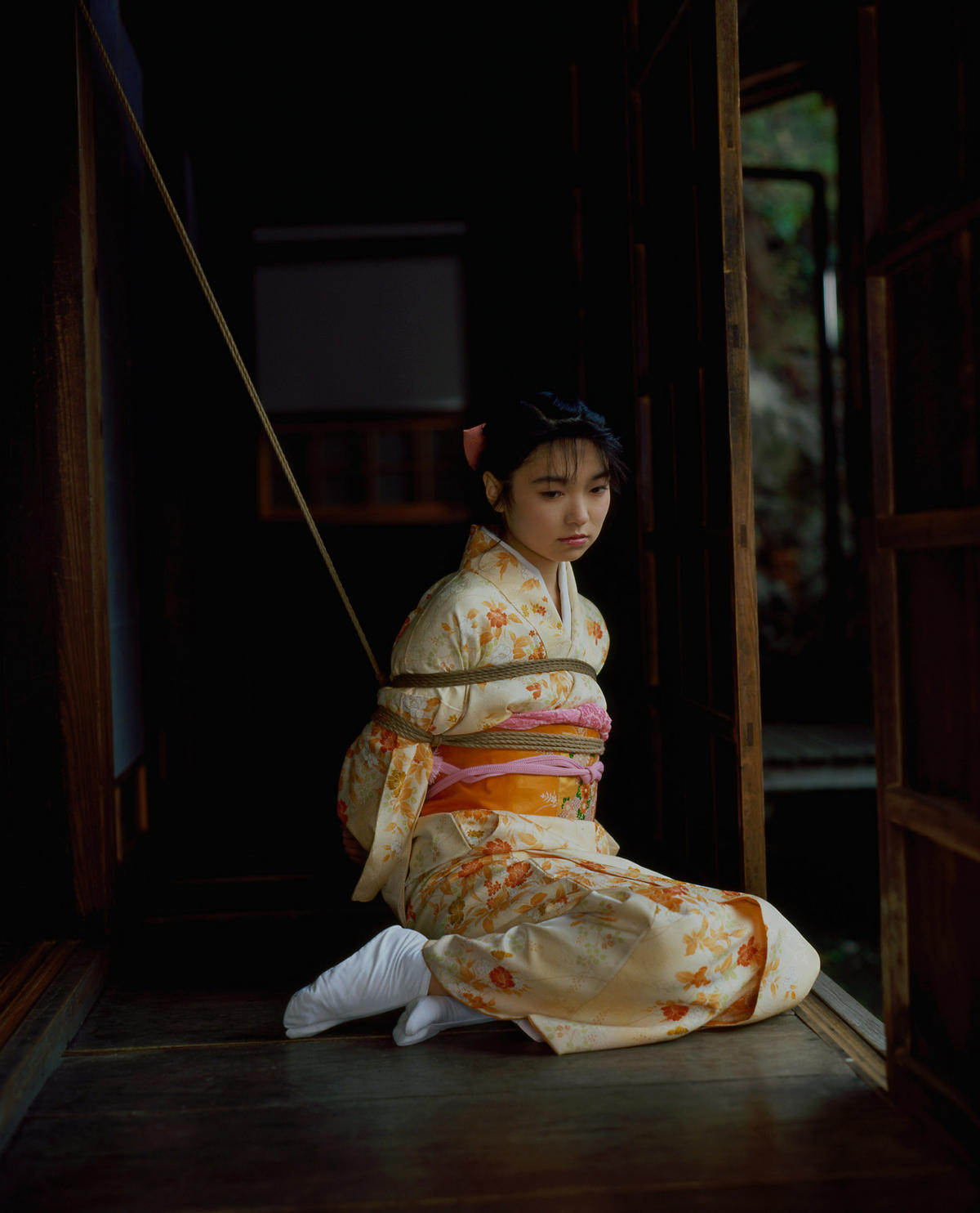 畳 縁側 縛る 日本家屋 情緒 和室 緊縛 エロ画像【24】