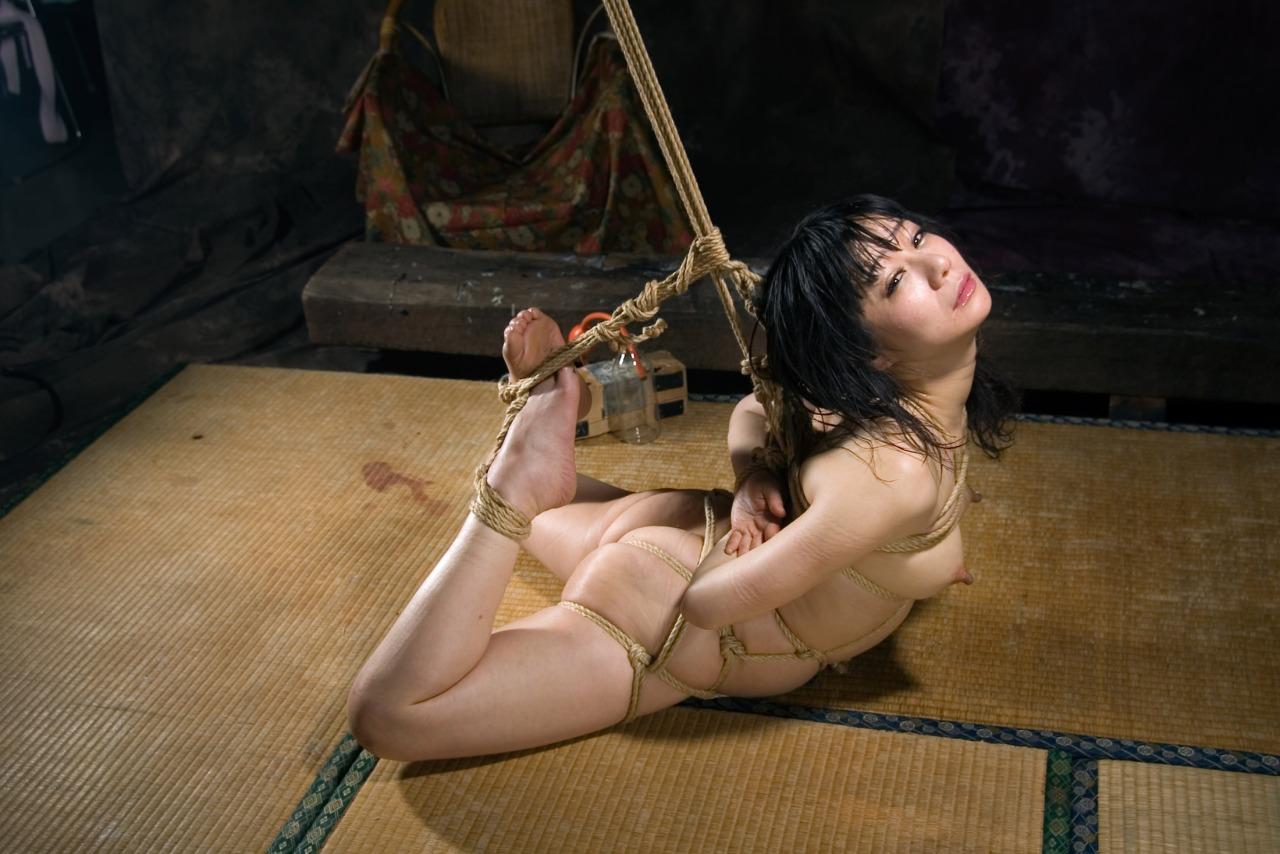 畳 縁側 縛る 日本家屋 情緒 和室 緊縛 エロ画像【30】