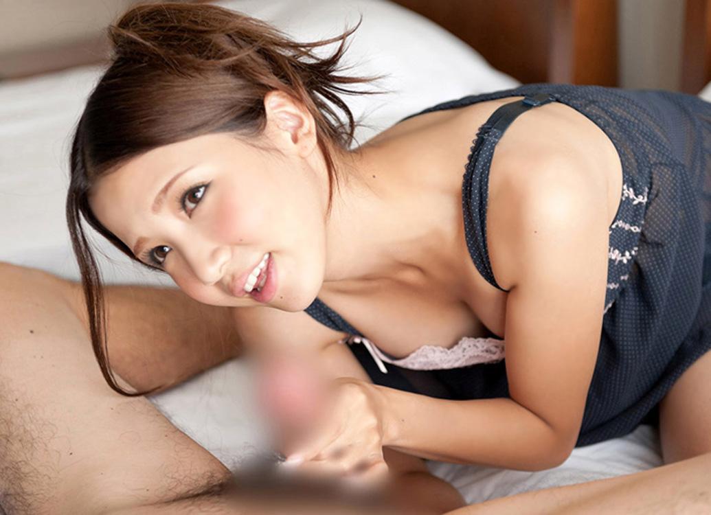 手コキ 美女 綺麗なお姉さん チンポ 触る エロ画像【33】