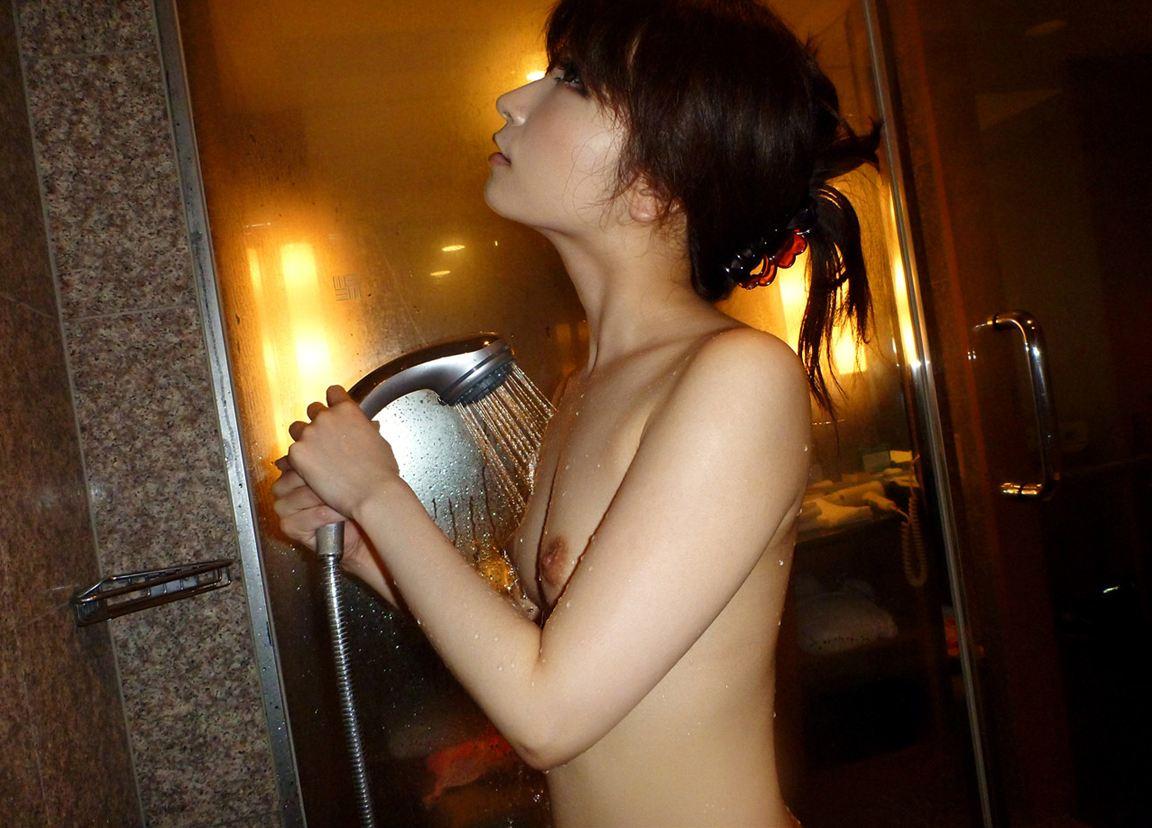 可愛い女の子 シャワー 放水 ヌード エロ画像【2】