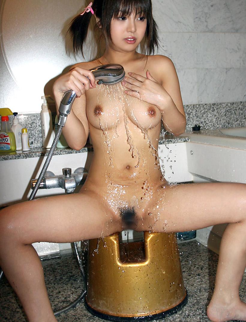 可愛い女の子 シャワー 放水 ヌード エロ画像【4】