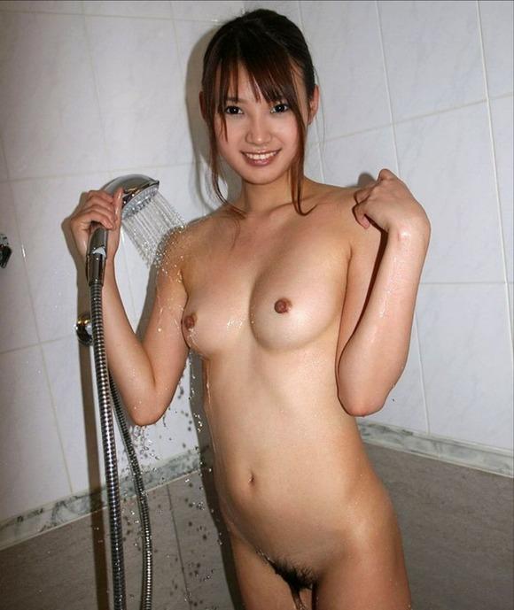 可愛い女の子 シャワー 放水 ヌード エロ画像【14】