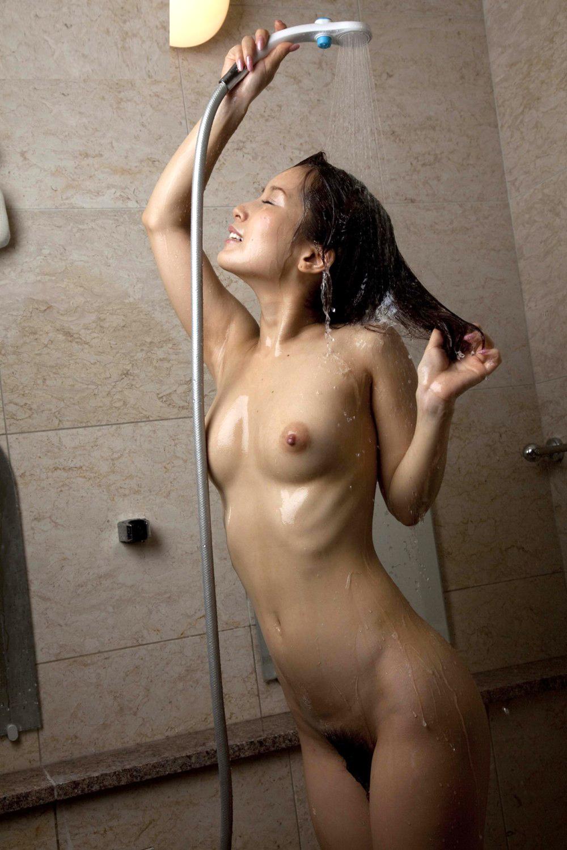 可愛い女の子 シャワー 放水 ヌード エロ画像【24】