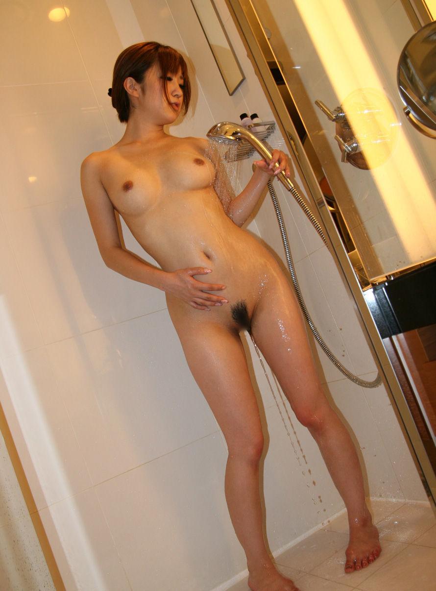 可愛い女の子 シャワー 放水 ヌード エロ画像【26】