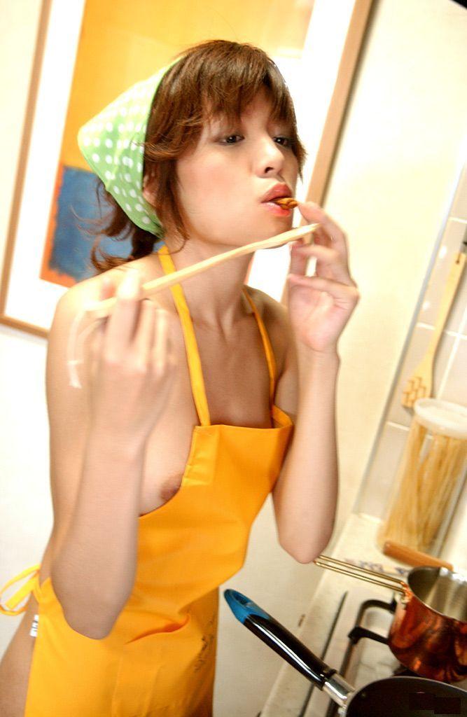 美人妻 裸エプロン 美女 エロ画像【19】