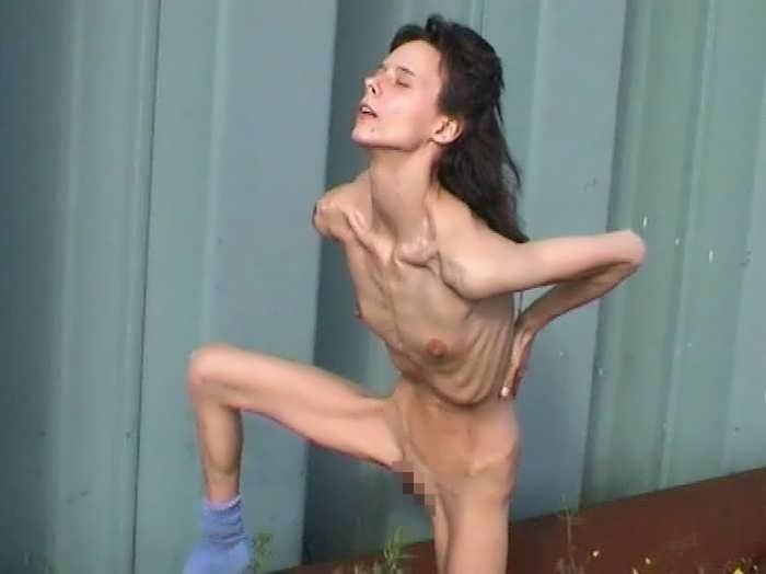 スレンダー ガリガリ 全裸 スキニー ヌード エロ画像【35】