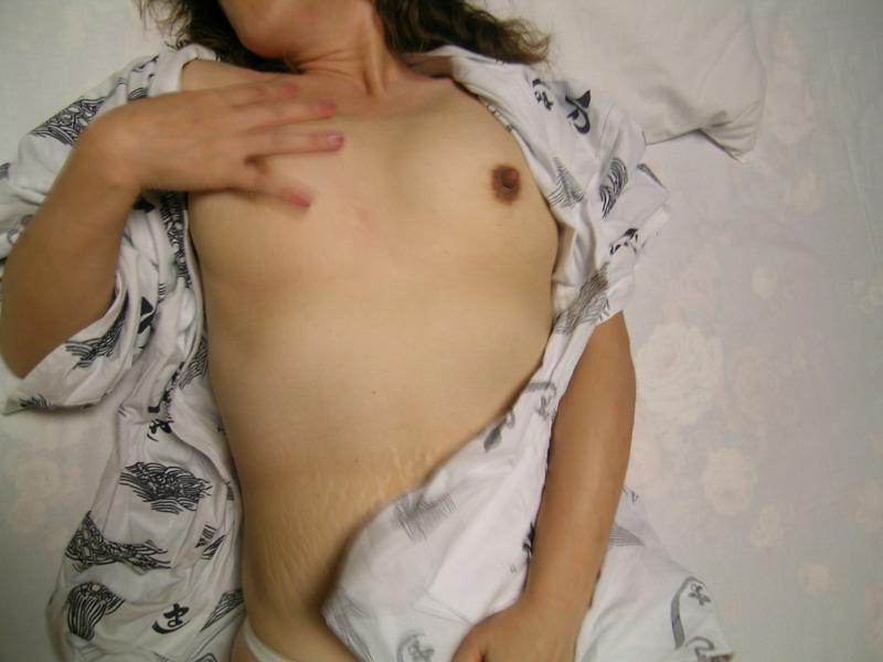 妊娠線 ママ 熟女 断裂 肉割れ お腹 エロ画像【11】