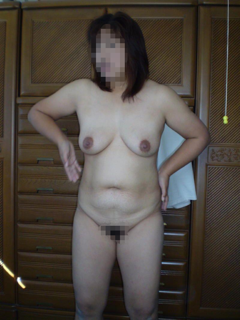 人妻 熟女 全裸 中年太り おばさん ヌード エロ画像【7】