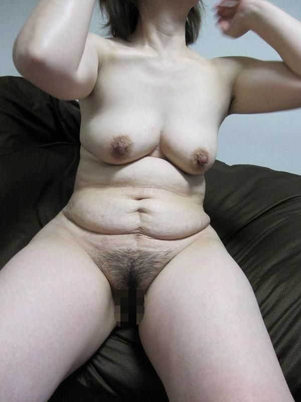 人妻 熟女 全裸 中年太り おばさん ヌード エロ画像【8】