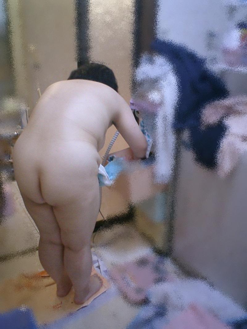 人妻 熟女 全裸 中年太り おばさん ヌード エロ画像【11】