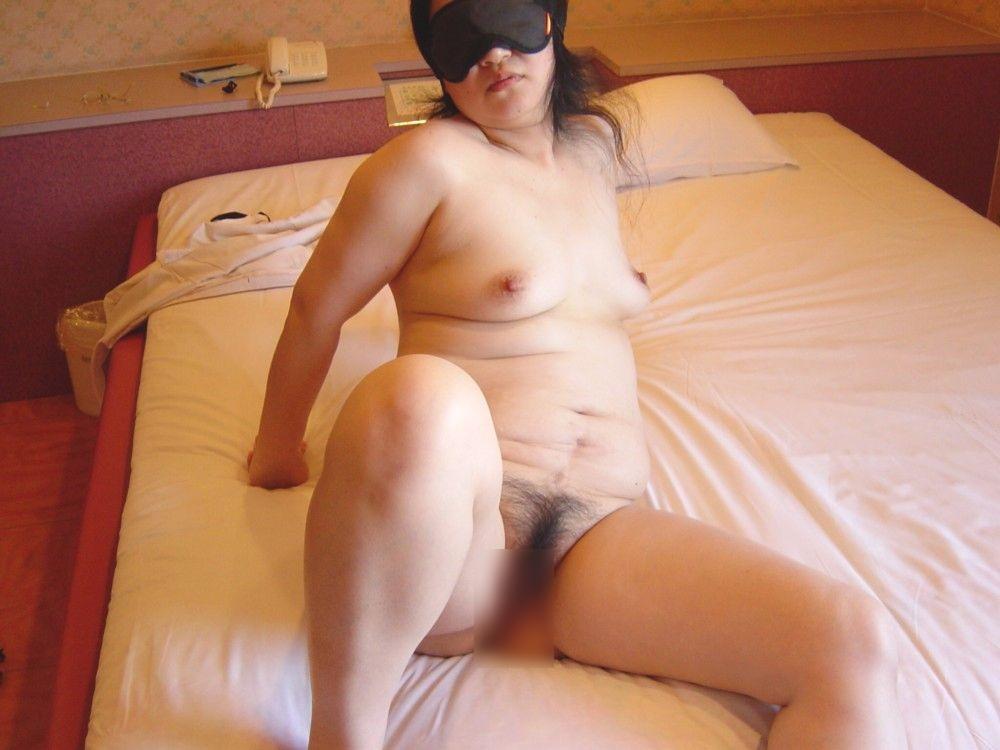 人妻 熟女 全裸 中年太り おばさん ヌード エロ画像【14】
