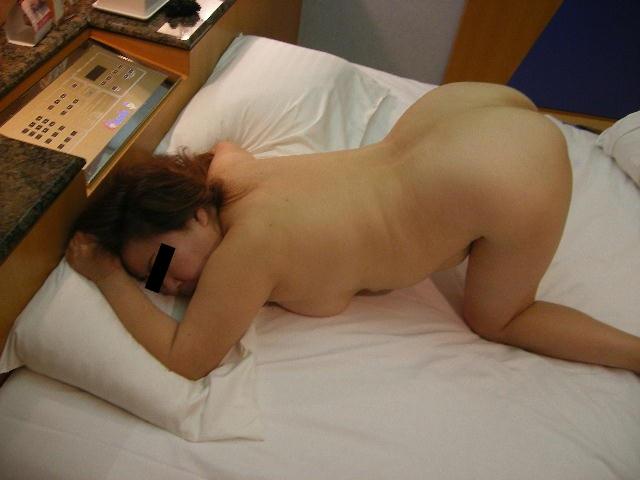人妻 熟女 全裸 中年太り おばさん ヌード エロ画像【20】