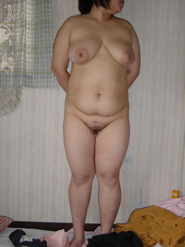 人妻 熟女 全裸 中年太り おばさん ヌード エロ画像【22】