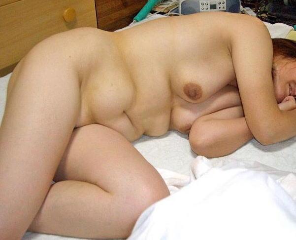 人妻 熟女 全裸 中年太り おばさん ヌード エロ画像【23】