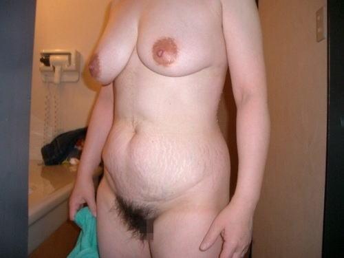 人妻 熟女 全裸 中年太り おばさん ヌード エロ画像【32】