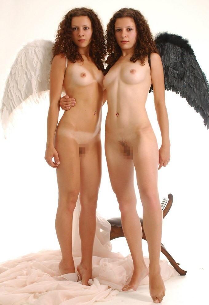 一卵性双生児 双子 姉妹 ツインズ ヌード 全裸 エロ画像【29】