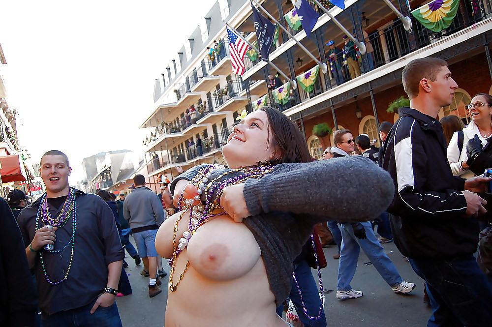 おっぱい カーニバル マルディグラ 祭り エロ画像【35】