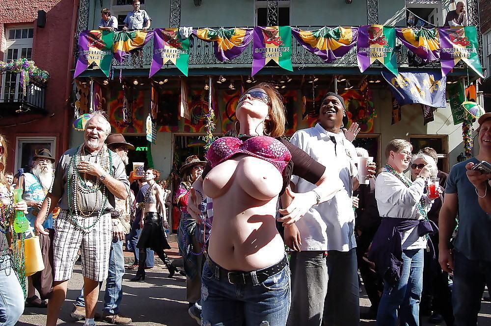 おっぱい カーニバル マルディグラ 祭り エロ画像【37】
