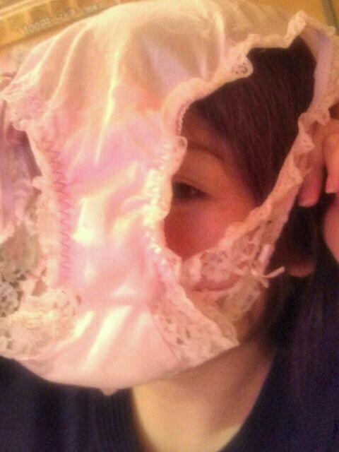 パンツ 舐める 咥える 被る エロ画像【13】