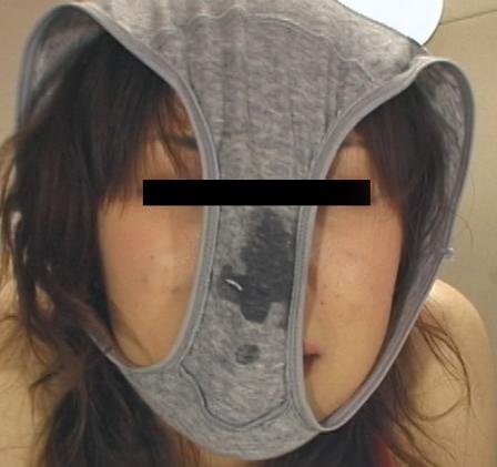 パンツ 舐める 咥える 被る エロ画像【17】
