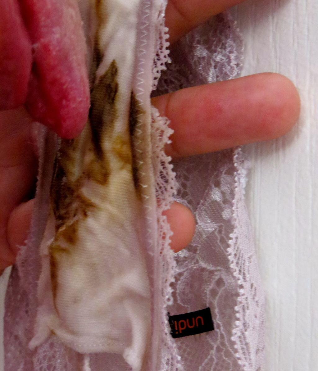 パンツ 舐める 咥える 被る エロ画像【18】