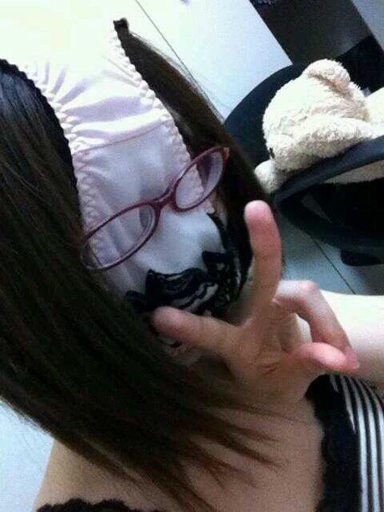パンツ 舐める 咥える 被る エロ画像【19】