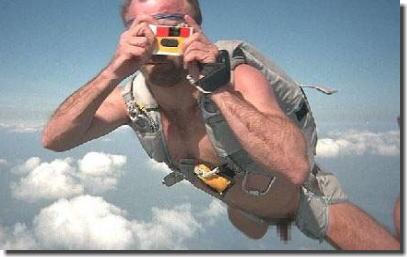 裸で空を飛ぶクレイジーなヌードスカイダイビング画像集 ②