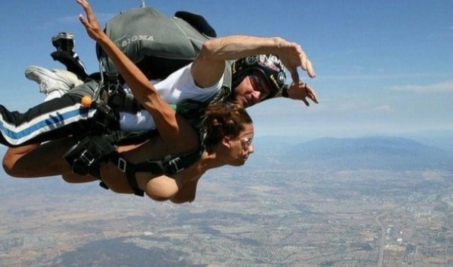 裸 空 飛ぶ クレイジー ヌード スカイダイビング エロ画像【3】