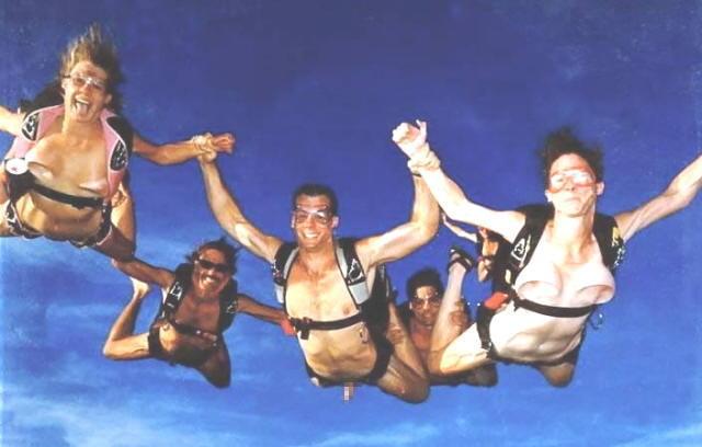 裸 空 飛ぶ クレイジー ヌード スカイダイビング エロ画像【9】