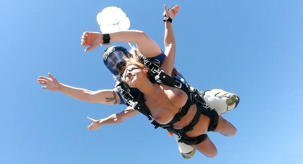 裸 空 飛ぶ クレイジー ヌード スカイダイビング エロ画像【18】