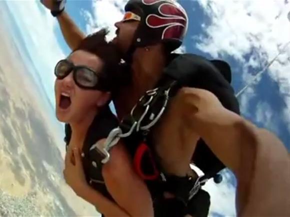 裸 空 飛ぶ クレイジー ヌード スカイダイビング エロ画像【19】