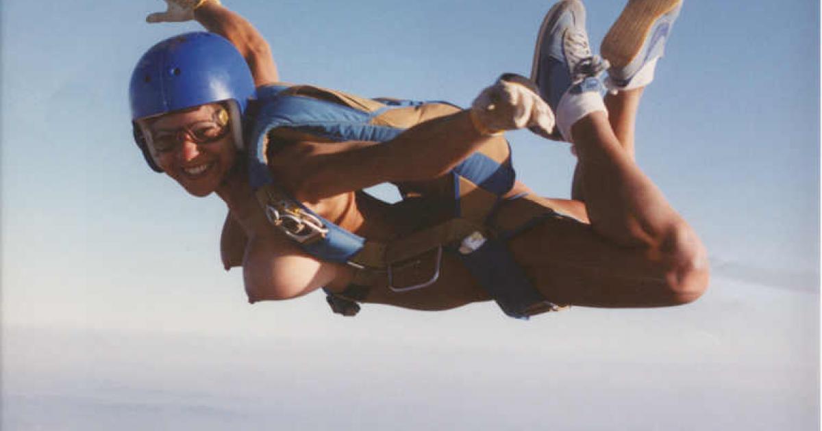 裸 空 飛ぶ クレイジー ヌード スカイダイビング エロ画像【22】