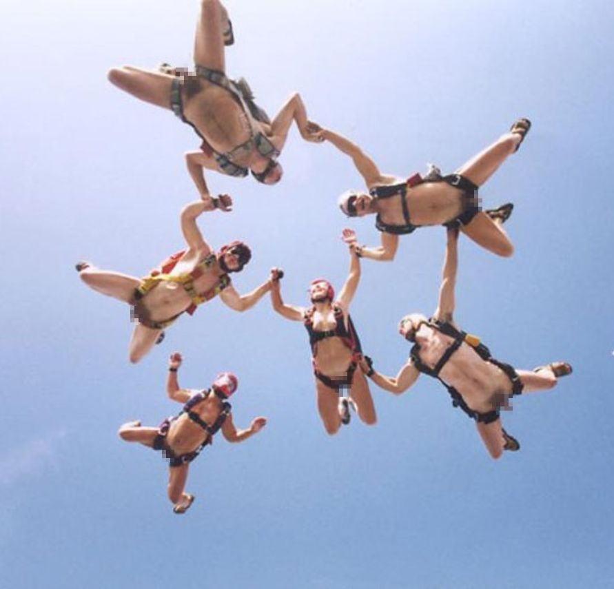 裸 空 飛ぶ クレイジー ヌード スカイダイビング エロ画像【23】