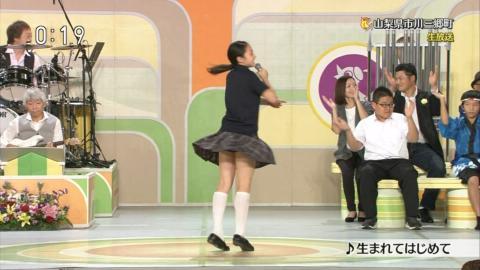 【画像あり】NHKのど自慢で可愛い現役JCのパンツが見える放送事故…(※拡大画像あり)