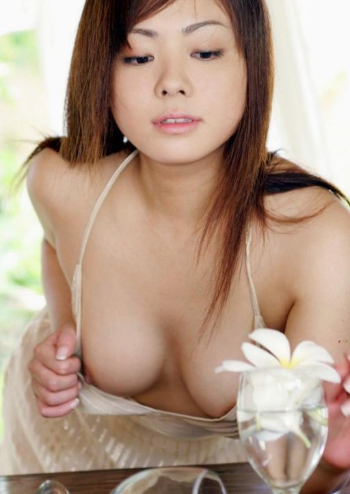 ノーブラ 美女 乳首チラ 胸チラ 美人 エロ画像【14】