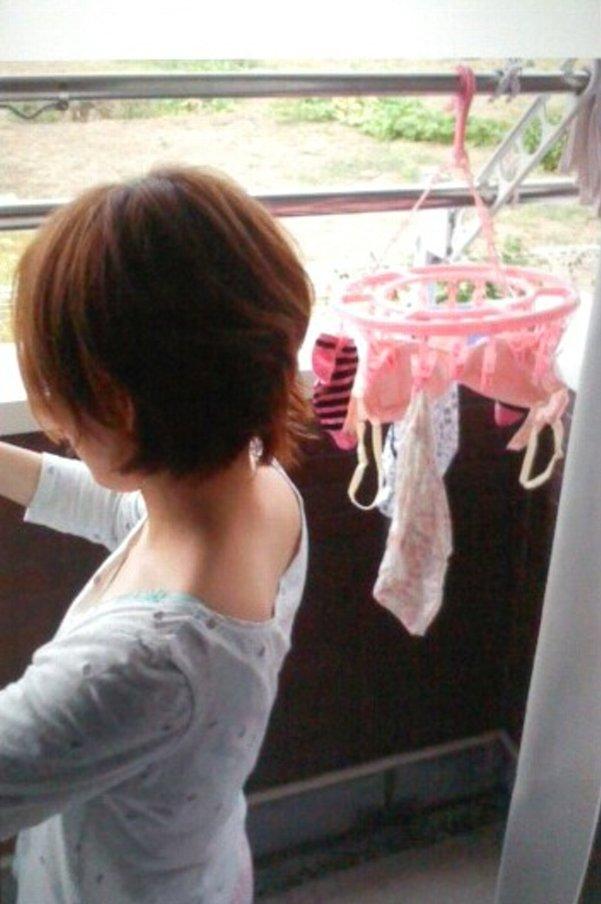 ベランダ 盗撮 下着 洗濯物 干す女性 エロ画像【10】