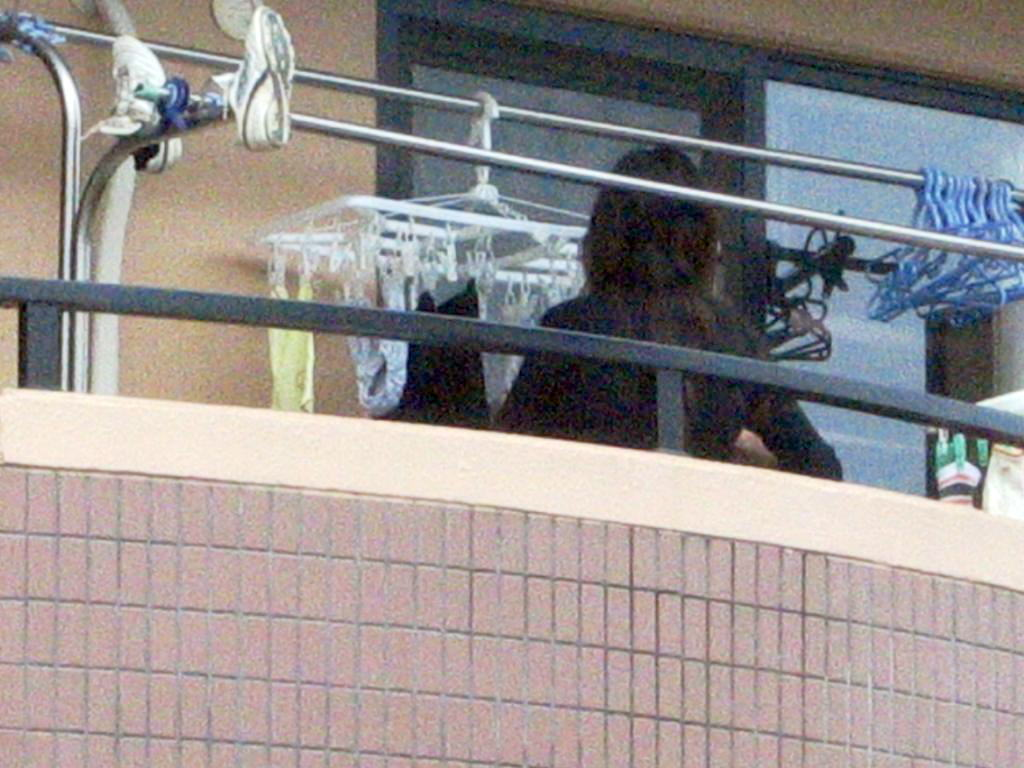 ベランダ 盗撮 下着 洗濯物 干す女性 エロ画像【17】