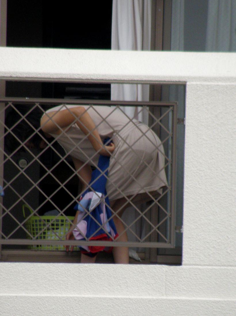 ベランダ 盗撮 下着 洗濯物 干す女性 エロ画像【19】