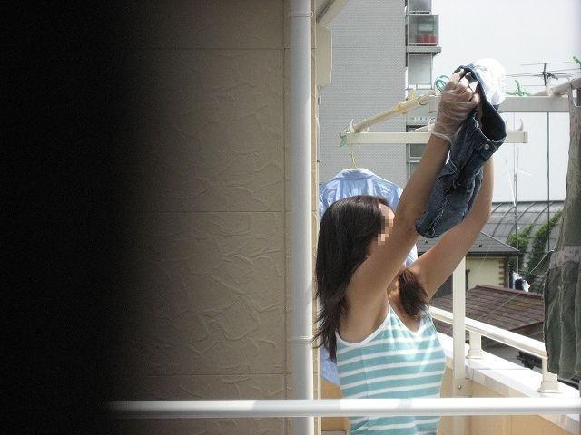 ベランダ 盗撮 下着 洗濯物 干す女性 エロ画像【25】