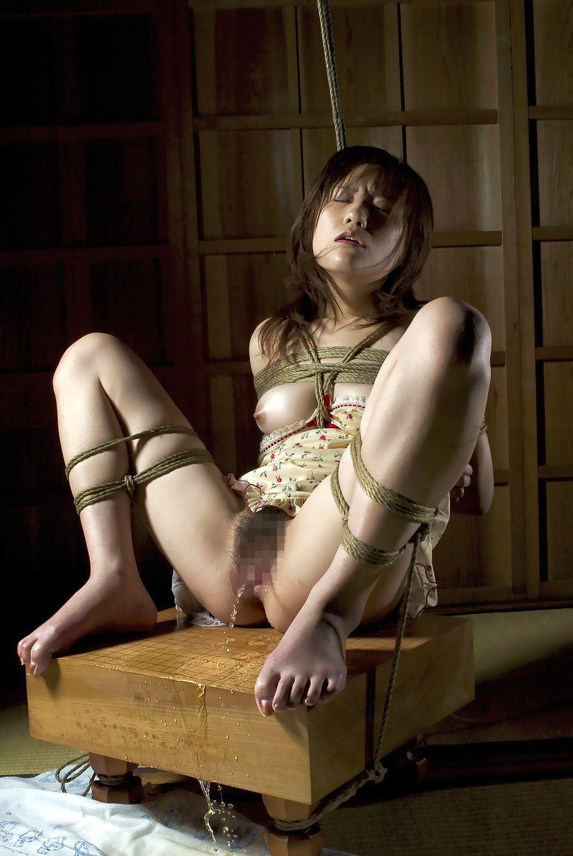 縛る おしっこ お漏らし 緊縛 失禁 羞恥 エロ画像【8】