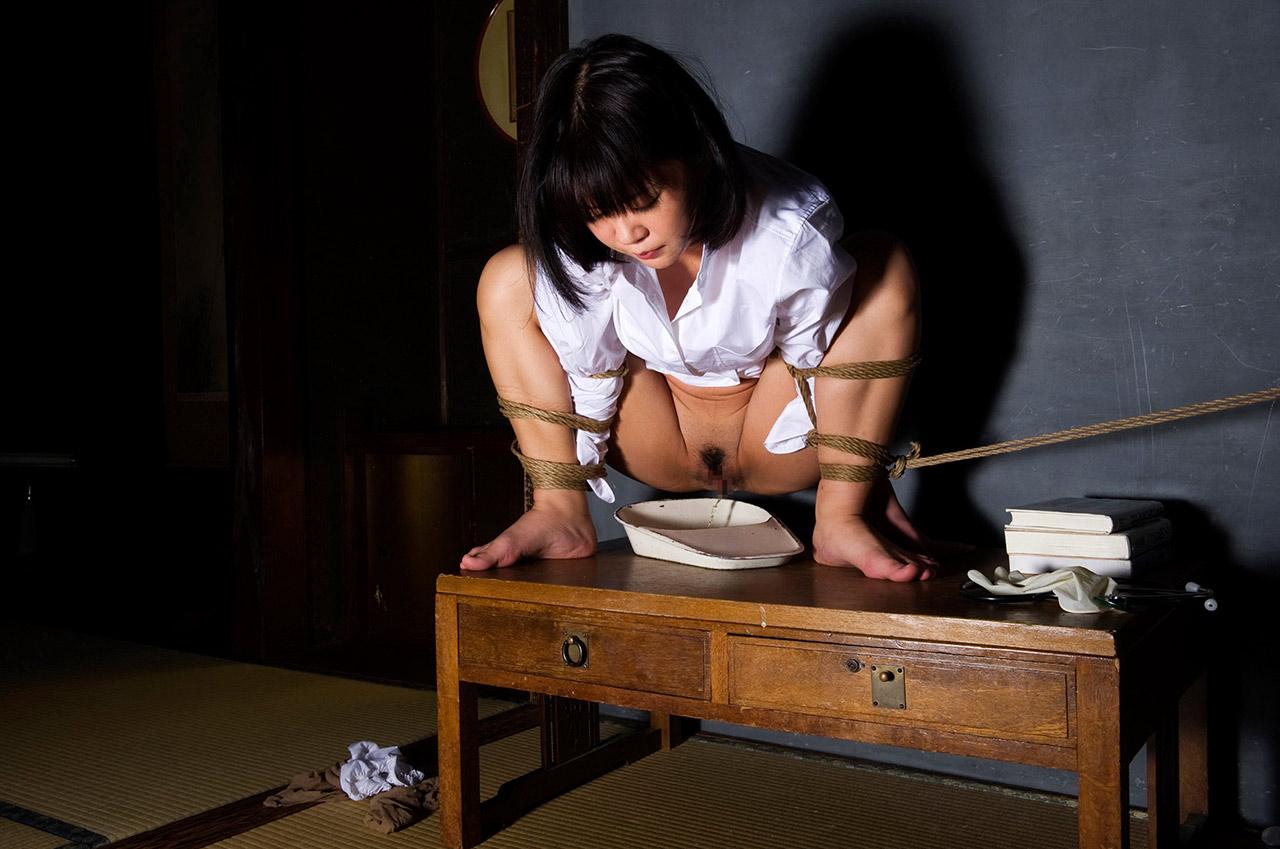 縛る おしっこ お漏らし 緊縛 失禁 羞恥 エロ画像【18】