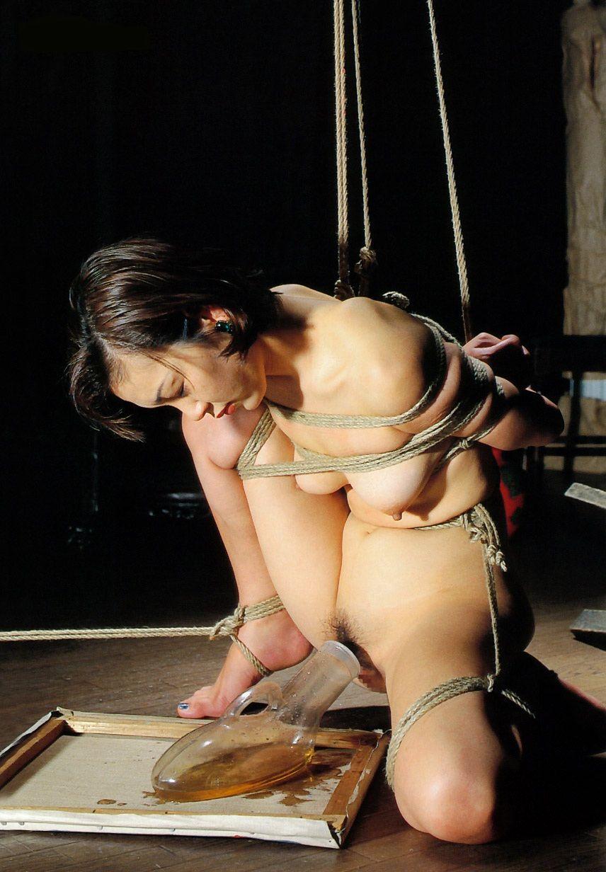 縛る おしっこ お漏らし 緊縛 失禁 羞恥 エロ画像【21】