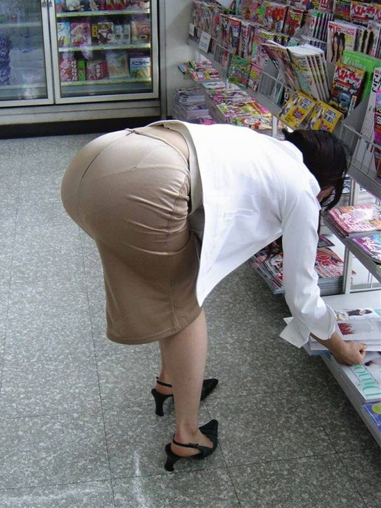 タイトスカート お尻 透けパン エロ画像【32】
