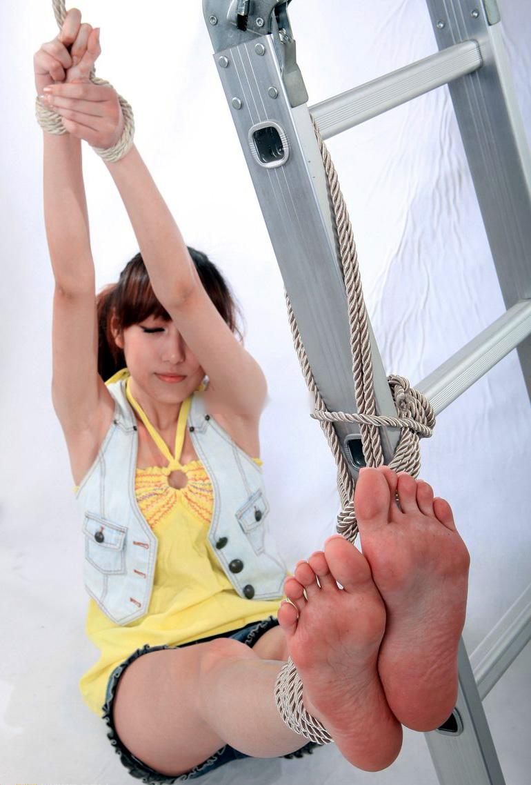 美女 足裏 足フェチ グルメ エロ画像【6】
