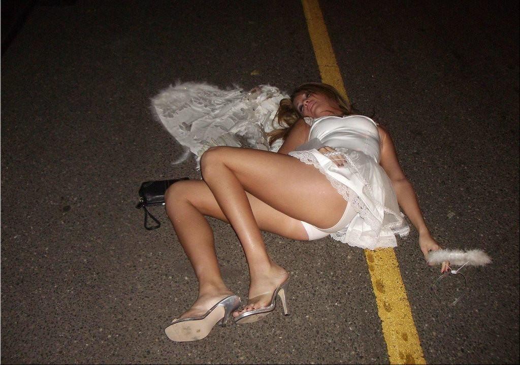 泥酔 路上 ベンチ 爆睡 飲酒 事後 エロ画像