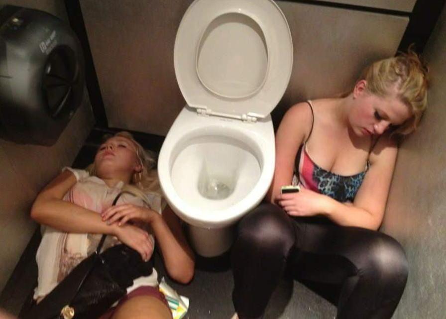 飲み過ぎ 酔っぱらい 外国人 トイレ エロ画像